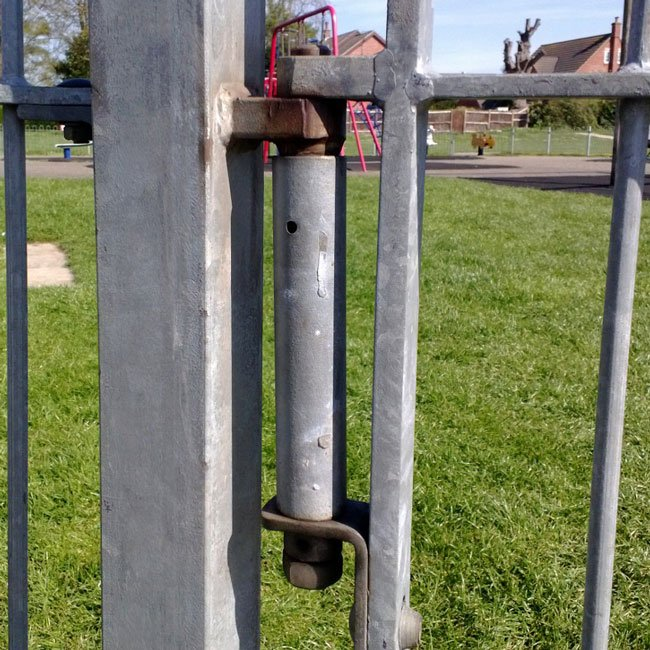 Example of self closing gate requiring the shorter type spring.