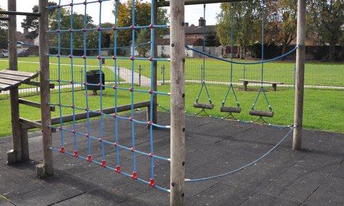 childrens-climbing-net